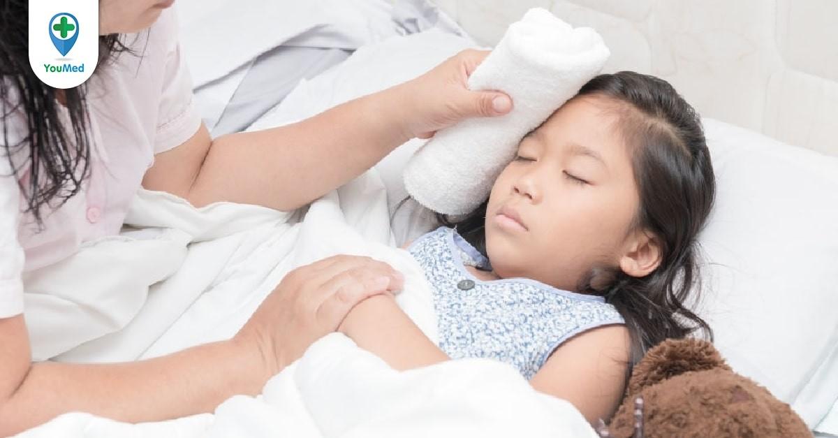 4 sai lầm cần tránh khi chăm sóc trẻ bị sốt