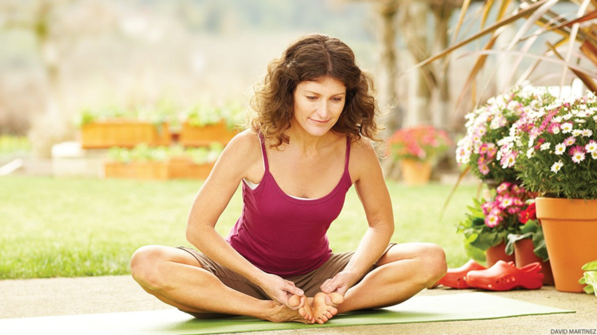 Tư thế yoga gập chân