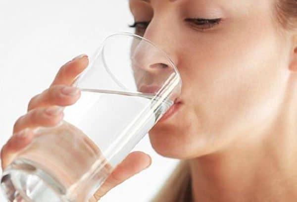 cách khắc phục môi nứt nẻ
