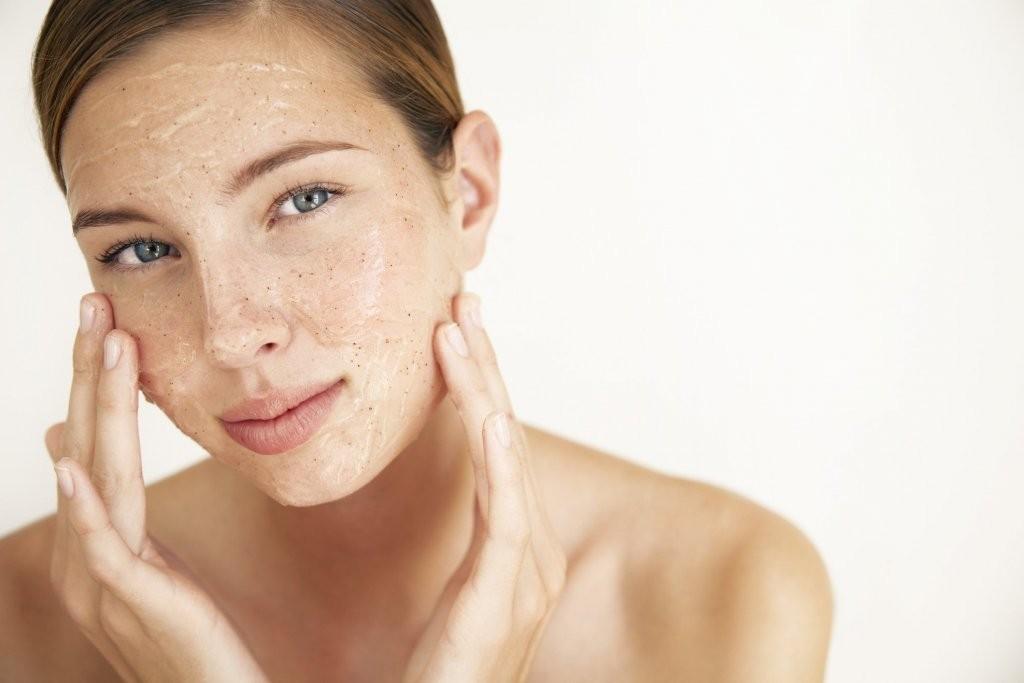 khắc phục da khô tróc mùa lạnh tẩy tế bào chết