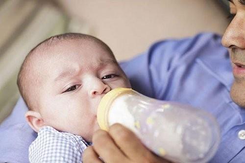 trào ngược dạ dày ở trẻ