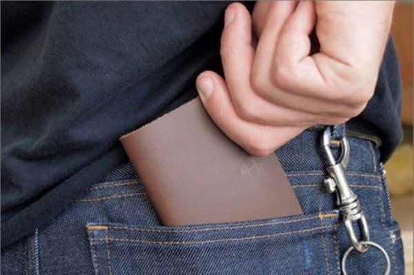 bỏ ví sau túi quần