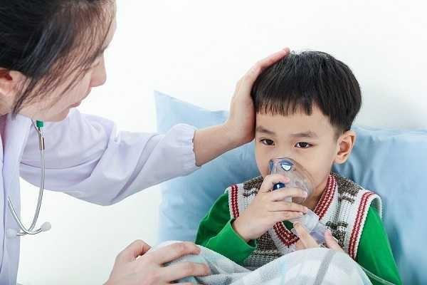 Trong trường hợp bệnh viêm tiểu phế quản nặng, trẻ có thể cần phải ở lại bệnh viện hoặc thở oxy