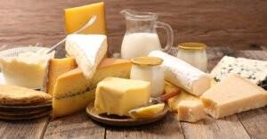 Các thực phẩm như sữa, phô mai, sữa chua,…cũng cung cấp nhiều chất cần thiết cho thai nhi