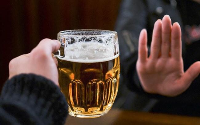 Thức uống có cồn rất có hại cho bệnh nhân huyết áp thấp