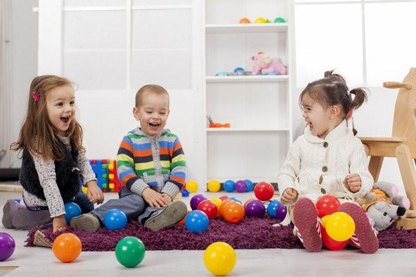 Dạy trẻ cách chơi với các bạn khác