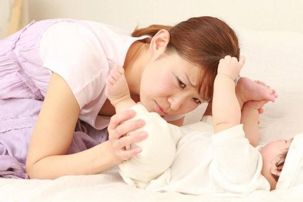 Việc đi ị của bé khiến nhiều phụ huynh đau đầu