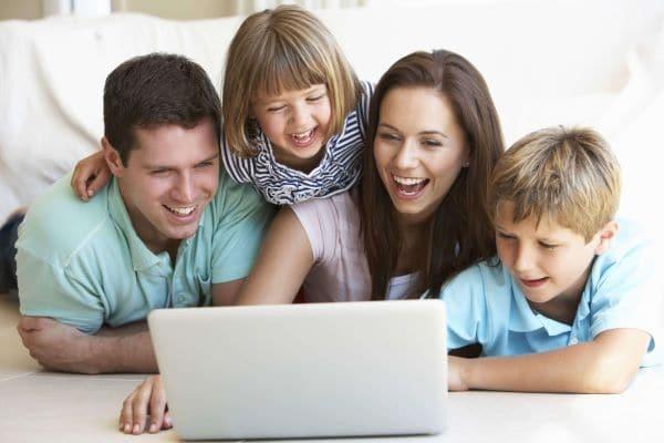 giúp trẻ kết bạn với internet