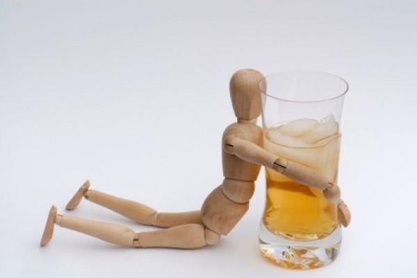 Hội chứng cai rượu xảy ra khi bạn dừng uống rượu