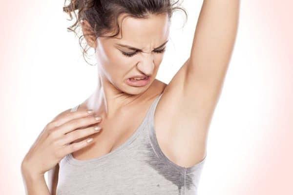 Tăng tiết mồ hôi xảy ra ở một khu vực hay lan tỏa khắp cơ thể