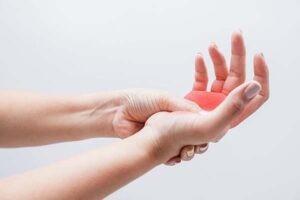 Tê nhức tay Neurobion