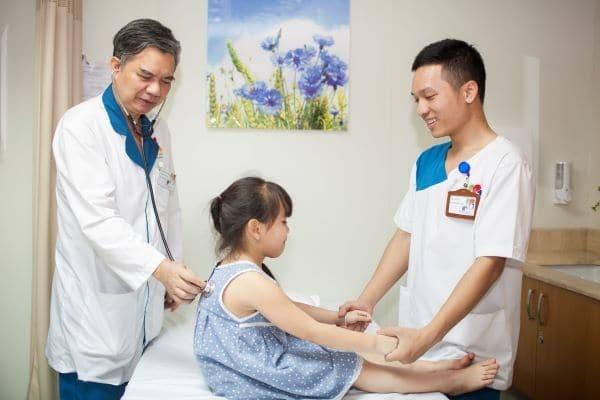 Cần tư vấn và tham khảo ý kiến bác sĩ trước khi quyết định chọc dò dịch não tủy thắt lưng ở trẻ em