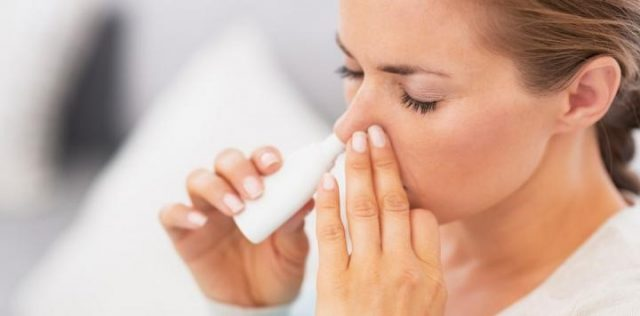 Sử dụng corticoid xịt mũi là lựa chọn đầu tiên trong điều trị polyp mũi