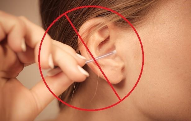 Tuyệt đối không dùng tăm bông để lấy dị vật tai (Nguồn: informatat)