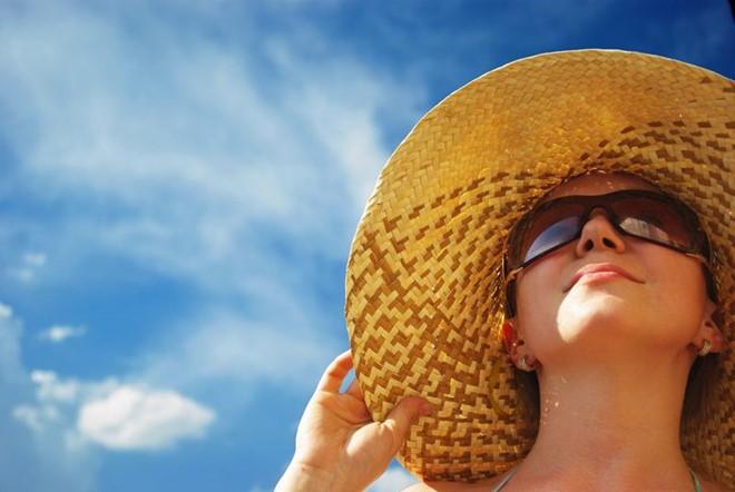 Bảo vệ da khỏi ánh nắng mặt trời làm giảm nguy cơ lão hóa gia