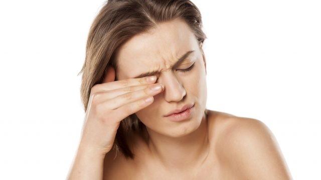 Đau mắt có thể là một biểu hiện của bệnh viêm thần thị giác