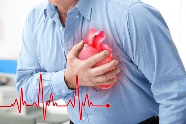 Nhồi máu cơ tim có thể đau lan đến cổ