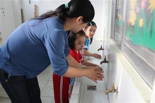 Rửa tay và giáo dục trẻ em rửa tay phòng ngừa bệnh giun sán