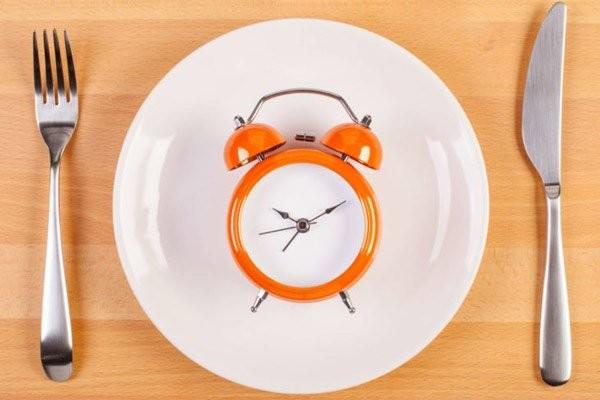 Ăn uống đúng giờ là điều cần lưu ý để phòng ngừa bệnh
