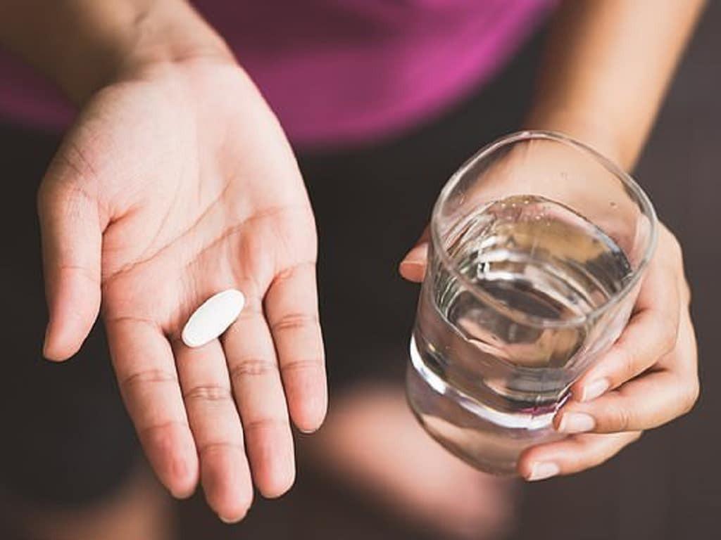 Uống thuốc Moxifloxacin với nhiều nước