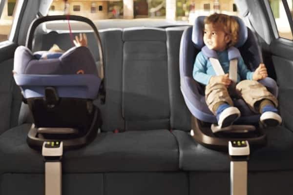 chọn ghế cho trẻ đi xe hơi: ghế xoay 360 độ