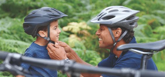 Dùng nón bảo hiểm để bảo vệ con bạn khỏi va đập