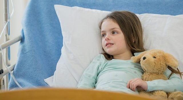 Trẻ cần nhập viện để phẫu thuật cắt bỏ kén bã đậu