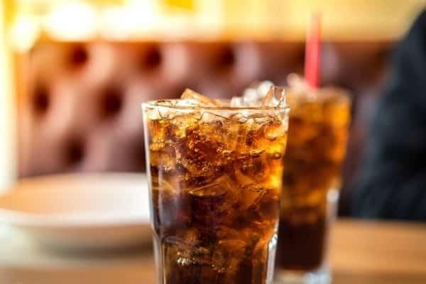Thói quen uống nước ngọt sẽ có nguy cơ khiến trẻ thiếu canxi.