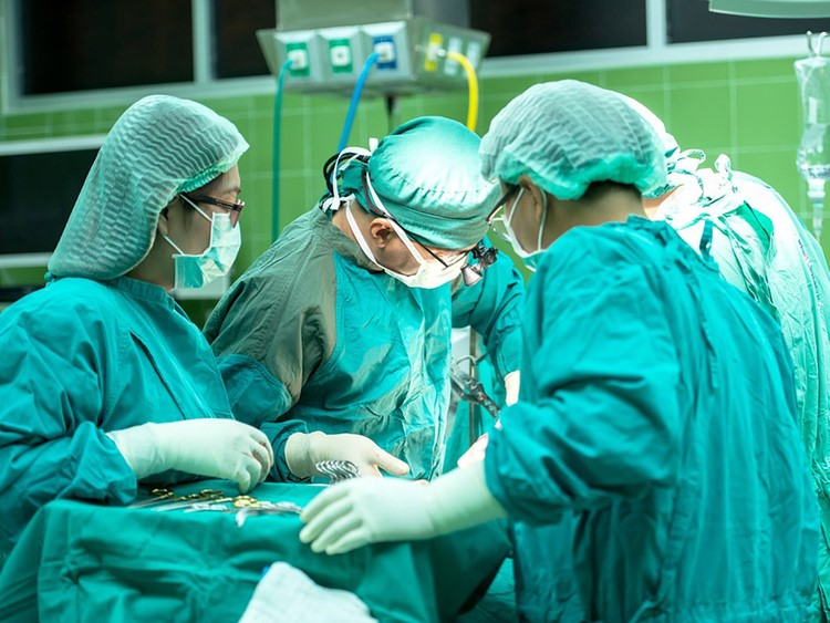 Một số trường hợp trẻ cần phải phẫu thuật.