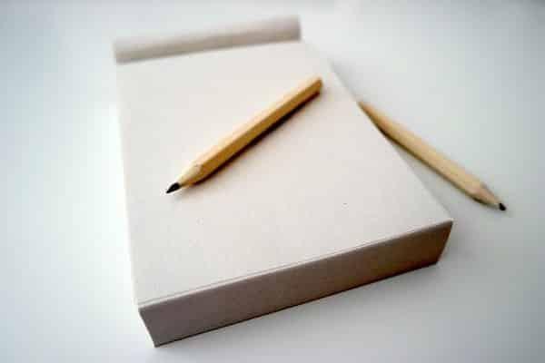 xả stress bằng 1 tờ giấy và 1 cây viết