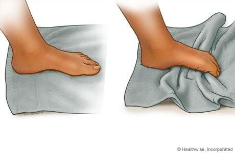 Hình ảnh minh họa bài tập cuộn khăn cho bàn chân bẹt