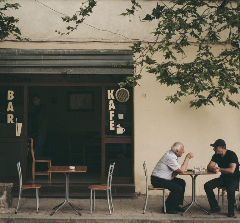 Chọn nơi yên tĩnh để nói chuyện giúp tăng hiệu quả giao tiếp.