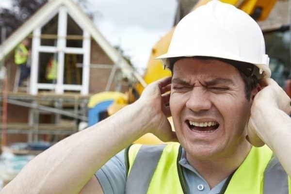 Nghề nghiệp thường xuyên tiếp xúc với tiếng ồn có thể gây nghe kém