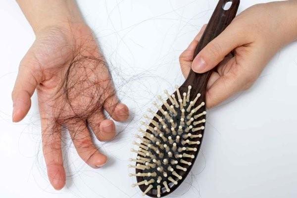 Rụng tóc là tình trạng sinh lý bình thường