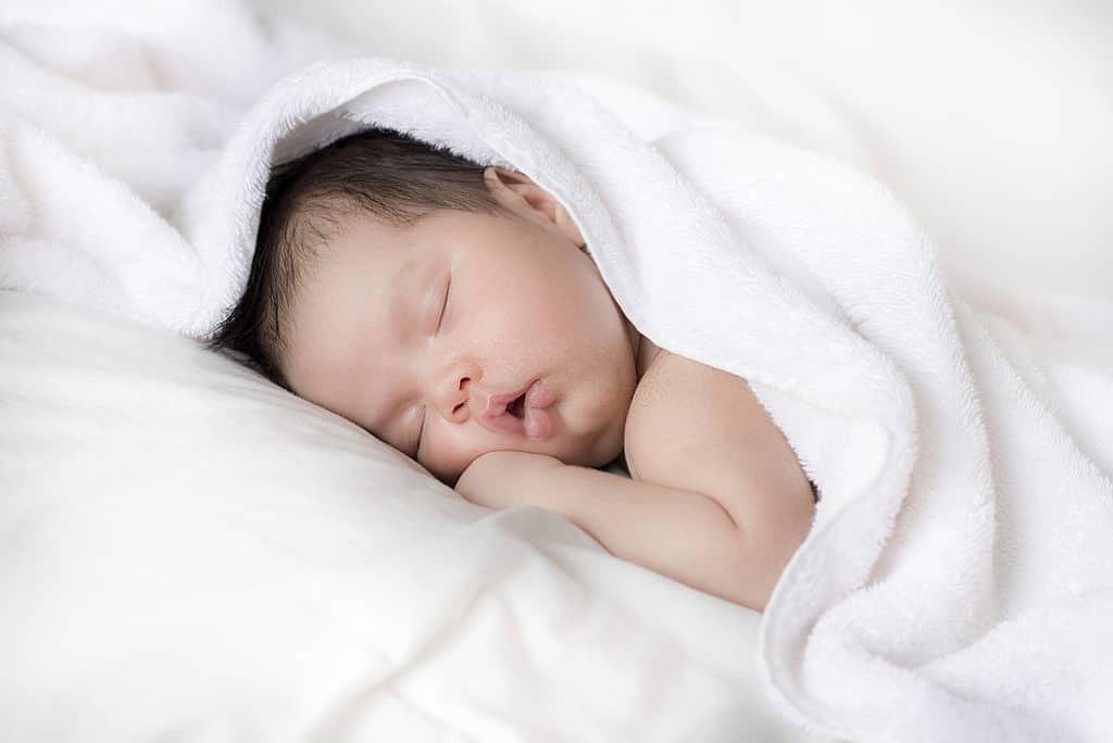 Trẻ ngủ ở tư thế nằm sấp có thể dẫn đến đột tử ở trẻ sơ sinh