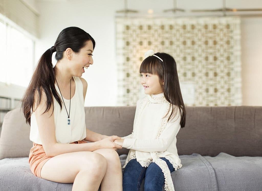 Cha mẹ là có vai trò quan trọng trong việc giúp đỡ trẻ gặp vấn đề về ngôn ngữ.