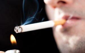 Hút thuốc lá cũng có thể là nguyên nhân gây bệnh điếc đột ngột