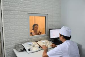 Đo thính lực giúp chẩn đoán bệnh điếc đột ngột