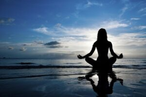 Cách phòng ngừa bệnh điếc đột ngột đơn giản nhất là nghỉ ngơi, thư giãn hợp lý
