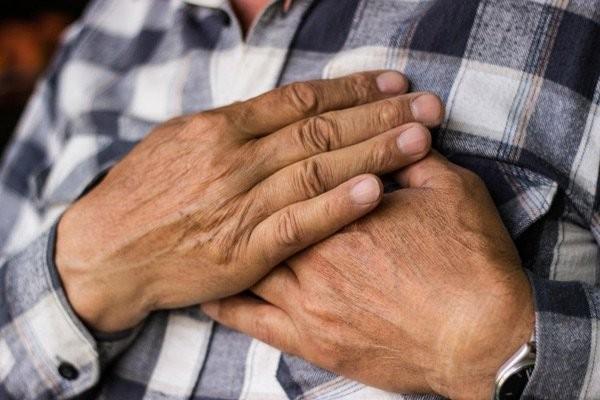 Báo với bác sĩ nếu bạn có tiền sử bệnh tim trước khi dùng thuốc