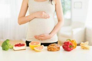 Lựa chọn thực phẩm phù hợp và an toàn trong thai kỳ
