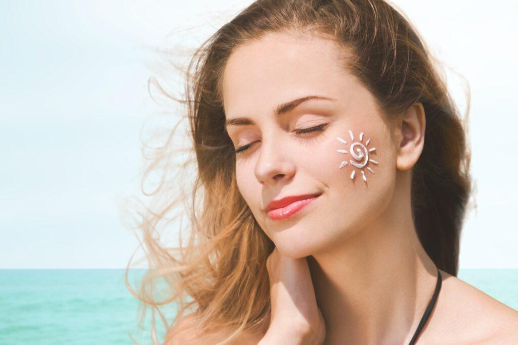 Kết hợp sử dụng kem chống năng để bảo vệ da không bị sạm đen