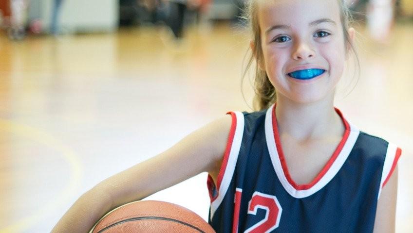 máng bảo vệ răng khi chơi thể thao