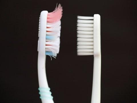 chải răng đúng cách bàn chải xơ