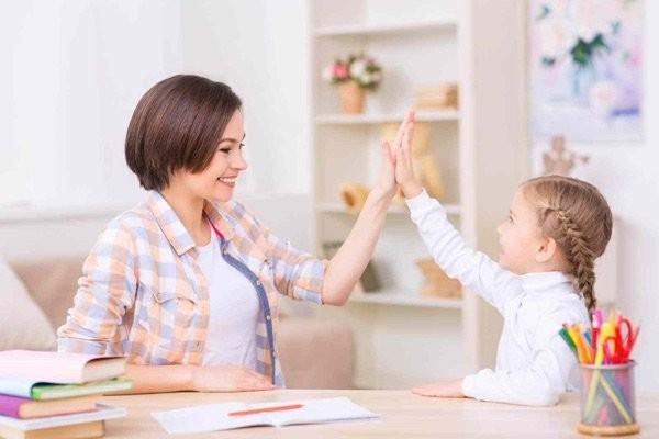 Hãy khuyến khích trẻ thay vì tạo áp lực