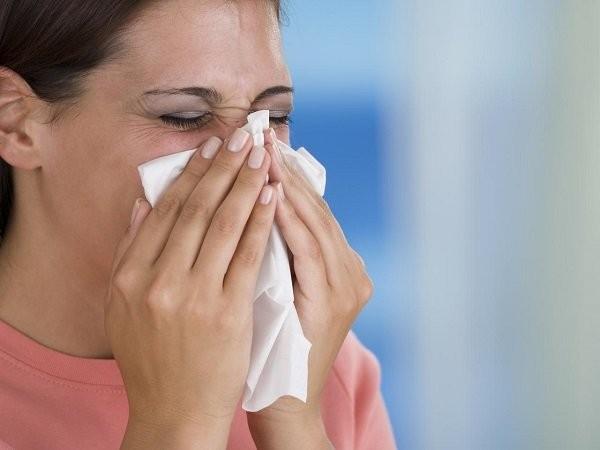 Hắt hơi là triệu chứng thường gặp trong dị ứng nấm mốc