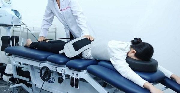 Tập vật lí trị liệu trong điều trị gai cột sống