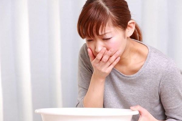 Nôn ói là dấu hiệu nguy hiểm của viêm bọng đái