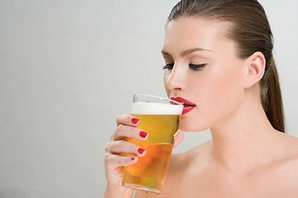 Không nên uống rượu bia khi mang thai