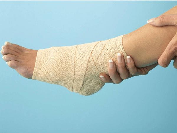 băng ép cổ chân giúp giảm đau mắt cá chân